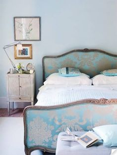 The bed! A damask of my two favorite colors: turquoise and gold. Loooooove.