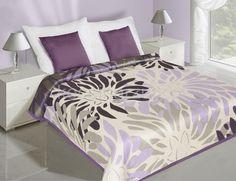 Dwustronne narzuty i kapy na łóżko w kolorze kremowym z fioletowym wzorem