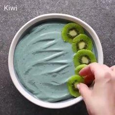"""56.6 ezer kedvelés, 1,135 hozzászólás – Mouth Water Food😍 (@foodshabit) Instagram-hozzászólása: """"Try these five good-for-you smoothie bowls 🍓🍌🍍 📷: @soyummy ➖➖➖➖➖➖➖➖➖➖➖ Follow: 👉 @FOODSHABIT…"""""""