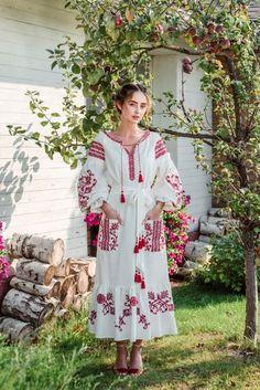 Embroidered Long Boho Dress white for women Cherry Garden. Red embroidery on Boho style. Folk Fashion, Ethnic Fashion, European Fashion, Traditional Fashion, Traditional Dresses, Ukrainian Dress, White Boho Dress, Boho Style Dresses, Ethnic Outfits