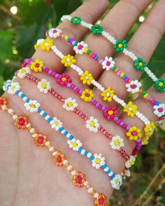Beaded flower necklace daisy necklaces for women colors Cute Jewelry, Beaded Jewelry, Beaded Bracelets, Beaded Choker, Embroidery Bracelets, Diy Kandi Bracelets, Beaded Friendship Bracelets, Pony Bead Jewelry, Jewelry Rings