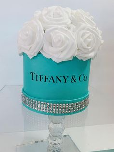 Tiffany Theme, Tiffany And Co, Tiffany Room, Tiffany Blue, Diy Father's Day Gifts, Father's Day Diy, Flower Box Gift, Flower Boxes, Chanel Birthday Party