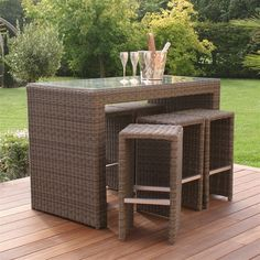 The perfect addition to any garden! Why not invite your friends and family over to enjoy a few drinks at your Winchester Garden Bar set. With 6 high stools and a high bar table this set is ideal for entertaining. Aluminium framing and poly-rattan ensure this item can be left out all year round, perhaps some mulled wine in winter and a refreshing g&t in summer.