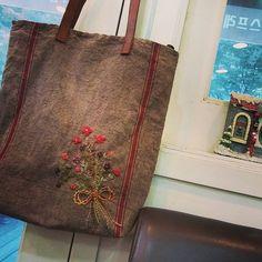 #Embroidery#stitch#needlework#Hemp linen#wool #프랑스자수#일산프랑스자수#자수#자수타그램#햄프린넨#햄프린넨가방 #빈티지느낌으로 완성!~
