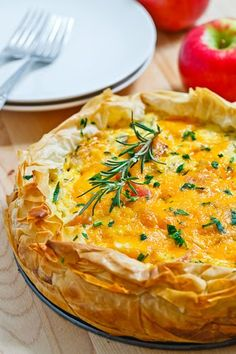 Apple and cheddar quiche. I can never pass up the combination of apple and cheddar. This quiche is a winner and easy to make because of the phyllo dough crust. Pair it with a simple green salad for brunch. Think Food, Food For Thought, Quiches, Omelettes, Brunch Recipes, Breakfast Recipes, Egg Recipes, Breakfast Ideas, Gastronomia