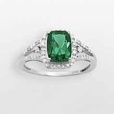 This is the kind of engagement ring I've always wanted.  Now, where is that man to give it to me???