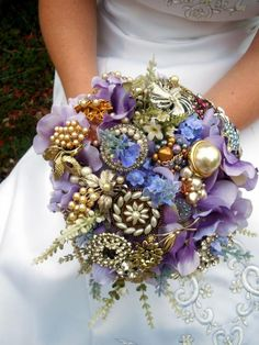 How to make this brooch wedding bouquet. She has step by step instructions and detailed pictures.