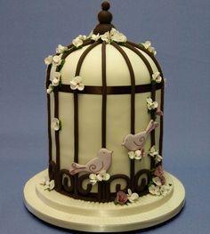 A fabulous birdcage wedding cake for you lovebirds out there! #weddingcake #birdcagecake (reference name 'Amarilla')