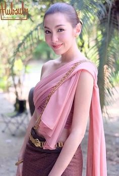 Bella Ranee Traditional Thai Clothing, Traditional Fashion, Traditional Dresses, Thailand Outfit, Thailand Fashion, Asian Woman, Asian Girl, Thai Dress, Thai Style