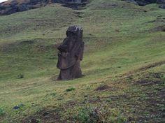 Easter Island Garden Sculpture, Lion Sculpture, Easter Island, Vacation Destinations, Statue, Mysterious, Outdoor Decor, Plants, Landscapes