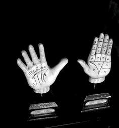 Monochrome Nightmare – The Hands