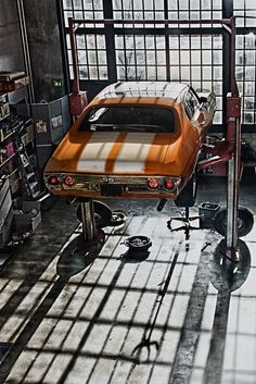 Bikes, babes, hot rods and muscle cars, this is clearly a post for Men! Garage Loft, Car Garage, Garage Shop, Maserati, Bugatti, Wallpaper Carros, Pompe A Essence, Cool Garages, Chevrolet Chevelle