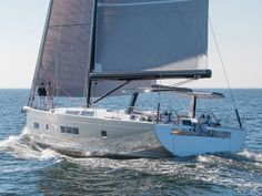 A sailboat in pictures: the new Hanse 675