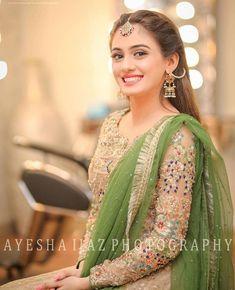 Excellent Wedding Ever Pakistani Wedding Outfits, Pakistani Wedding Dresses, Bridal Outfits, Shadi Dresses, Indian Dresses, Looks Party, Bridal Mehndi Dresses, Eastern Dresses, Party Wear Dresses