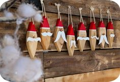 """Décoration """"Père Noël"""" en bois à suspendre"""