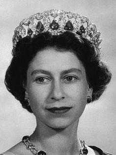 Le diadème russe de la reine Elizabeth II (The Vladimir Tiara) - Le blog Russie de Lizotchka                                                                                                                                                                                 Plus Royal Crowns, Royal Jewels, Tsar Nicolas Ii, Isabel Ii, Elisabeth, Queen Elizabeth Ii, Queens, Royalty, Portraits