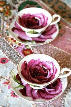 Very Warm And Winsome Vintage Tea Cups vintage tea cups 9 Café Chocolate, Teapots And Cups, China Tea Cups, My Cup Of Tea, Tea Cup Saucer, High Tea, Afternoon Tea, Tea Time, Dinnerware