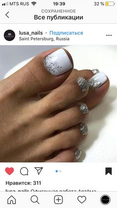 The advantage of the gel is that it allows you to enjoy your French manicure for a long time. There are four different ways to make a French manicure on gel nails. Pretty Toe Nails, Cute Toe Nails, My Nails, Pretty Pedicures, Easy Toe Nails, Pretty Toes, Toe Nail Color, Toe Nail Art, Nail Colors