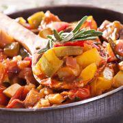 Courgette met ui en tomaat