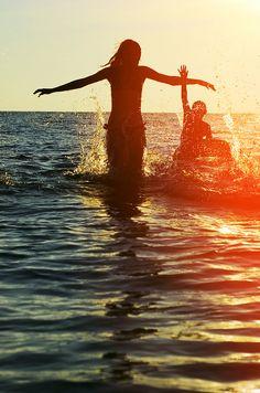 Con l'estate arriva il caldo, cresce il desiderio di passare serate all'aperto e bere una bevanda fresca. La scelta è libera, ma per chi decida di mettersi al volante è bene ricordare che la sobrietà è fondamentale.  #beviresponsabile #cimettolatesta #birraiotadoro