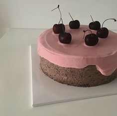 Cherry biscuit cake with whipped cream Pretty Cakes, Cute Cakes, Biscuit Cake, Cute Desserts, Cafe Food, Aesthetic Food, No Bake Cake, Eat Cake, Sweet Recipes