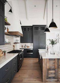 Industrial Farmhouse Kitchen, Industrial Kitchen Design, Modern Farmhouse Kitchens, Country Kitchen, Kitchen Interior, New Kitchen, Home Kitchens, Kitchen Black, Kitchen Modern