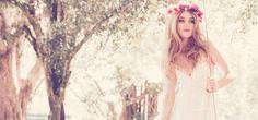 Ach, was haben wir schöne Hochzeiten im Vintagestil gesehen, gefeiert und geplant. Schleierkraut, kleine rosa Röschen, Vintagegeschirr, Vogelkäfige, verspielte Schriften, Sonnenschirme für Bräute, Spitze ohne Ende, Cupcakes, Tauben und Kutschen. Diese gern genommene Stilrichtung bei Hochzeiten ist nun aber gar nicht mehr so gefragt! Uns erwarten tolle Hochzeiten, die schon fast hippieanmutig sind. Offene Haare...  MEHR
