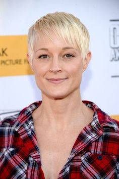 Teri Polo Pixie - Teri Polo showed off a cool textured pixie at the premiere of 'Outlaws and Angels.'