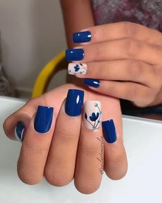You own the powerful look and your blue nails will add to your personality strength. You can add beauty on your nails with Cute Dark Blue Nail Designs. Fancy Nails, Diy Nails, Cute Nails, Pretty Nails, Blue Nail Designs, Nail Designs Spring, Blue Nails With Design, Dark Blue Nails, Nail Art Blue