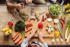 Prepping Meals: come organizzare i pasti di tutta la settimana cucinando una volta sola, per mangiare frutta, verdura e cereali buoni in estate, anche se abbiamo zero tempo di cucinare. Se Maggio era il 'mese frullatore', Giugno e Luglio cosa sono? L'Armageddon? ;) Scuole chiuse, oratorio, pranzi al sacco, lavori da finire e anche da portare avanti per Settembre e le vacanze che sembrano non arrivare mai. E finiamo per smettere di cucinare, perché non c'è tempo: via con le piz...