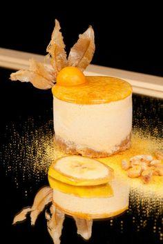 Banana Caramel  Nuestro postre favorito, deliciosa combinación de Semifrio de Caramelo, Galleta de Almendra y salteado de Platano. UUuuummmm!!!