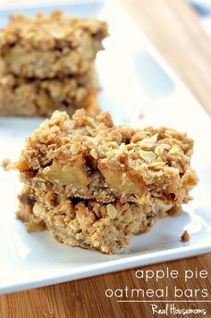 APPLE PIE OATMEAL BARS are delicious, serve it with a scoop of ice cream warm out of the oven or cold for a special morning treat! Apple Recipes, Sweet Recipes, Cookie Recipes, Dessert Recipes, Bar Recipes, Recipies, Oatmeal Recipes, Apple Pie Oatmeal, Oatmeal Bars