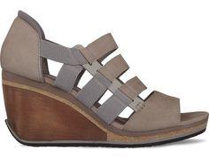 Romain Kremer presents his pastel grey wedge heel sandal made of nubuck leather. The wedge measures 8.5 cm.
