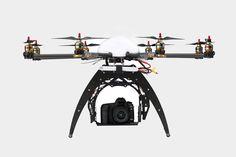 Hawk eye : Avoir un oeil dans le ciel, en gardant les pieds sur terre.  Drone high tech avec attache  de caméra.
