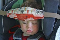 Okay, sieht vielleicht komisch aus, aber ist ganz sicher hilfreich - da fällt der Kopf des Kindes beim schlafen nicht nach vorne