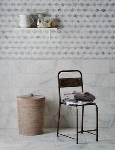 Calacatta Tumbled Marble & Carrara Cube Mosaic bathroom tiles from Mandarin Stone Tumbled Marble Tile, Marble Wall, Marble Mosaic, Mosaic Tiles, Wall Tiles, Carrara Marble, Tiling, Mandarin Stone, Limestone Flooring