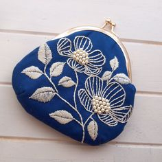 The Beauty of Japanese Embroidery - Embroidery Patterns Embroidery Purse, Flower Embroidery Designs, Learn Embroidery, Hand Embroidery Patterns, Embroidery Applique, Cross Stitch Embroidery, Sashiko Embroidery, Motifs Textiles, Japanese Embroidery