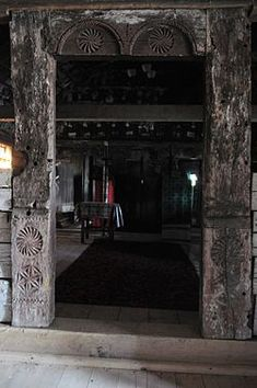 Biserica de lemn din Ghirbom - Wikipedia Wooden Pattern, Flower Of Life, Islamic Art, Romania, Portal, Doors, Home Decor, Travel, Style