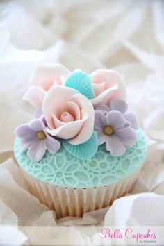 Bella Cupcakes/Vanessa Iti--created a series of vintage cupcakes which would be display at the Grand Wedding Show 2013.