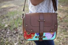 how crafty is this? the perfect messenger bag that you can customize to fit your personality. adding this to my to-do list right now.