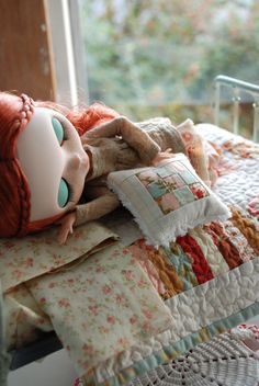 Beautiful old fashioned Blythe Quilt and Throw Pillow set