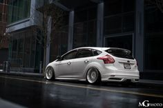 Back of Ford Focus ST in Frozen White Colour Tuning, low rider and amazing wheels Ford Truck Models, Ford Trucks, Ford Focus, Focus Rs, Ford Fusion Custom, Ford Company, Slammed Cars, High Performance Cars, Car Tuning