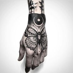 Schmetterling Hand Tattoo – Insects and Spiders Tattoo Motive – Schmetterling Hand Tattoo – Insekten und Spinnen Tattoo Motiv – Acab Tattoo, Tattoo Main, Tattoo Motive, Tattoo Life, Piercing Tattoo, House Tattoo, Tattoo Fonts, Female Tattoos, Arm Tattoos
