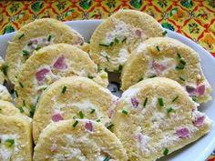 Göngyölt puliszka sült szalonnával Izu, Polenta, Muffin, Favorite Recipes, Meals, Cookies, Breakfast, Desserts, Food