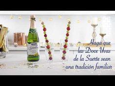 Anillo en el Año Nuevo y comenzar una tradición de comer 12 uvas en la víspera de Año Nuevo para la buena suerte.