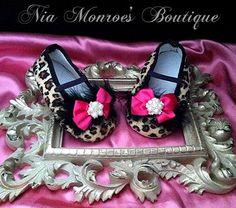 Braun und schwarz Cheetah Print - Hot Pink - Leopard Print - Crib Babyschuhe - Mädchen Crib Shoes - erhältlich in 4 Größen - bereit, Schiff