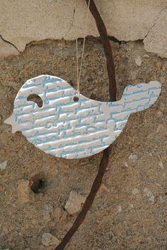 Oiseau a motifs en porcelaine blanc/ bleu ciel. ( REF 10 ) Création @ny Rollin