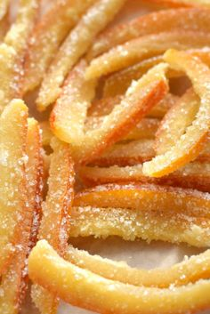 How to make candied orange peels, only 2 ingredients, you can use them in infinite sweet preparation Easy Indian Dessert Recipes, Parmesan Crusted Potatoes, Sin Gluten, Four, Creative Food, I Foods, Sweet Recipes, Food And Drink, Easy Meals
