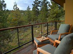 Glas Holz Metall Geländer Balkon schöne Aussicht Wald