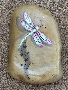 Brilliant DIY Pebble Art For Garden Landscapes 01 Dragonfly Painting, Dragonfly Art, Pebble Painting, Pebble Art, Stone Painting, Dragonfly Drawing, Stone Crafts, Rock Crafts, Arts And Crafts